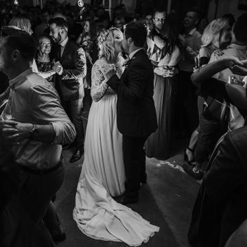 Emma & Kayne // Budgie Smuggler Wedding